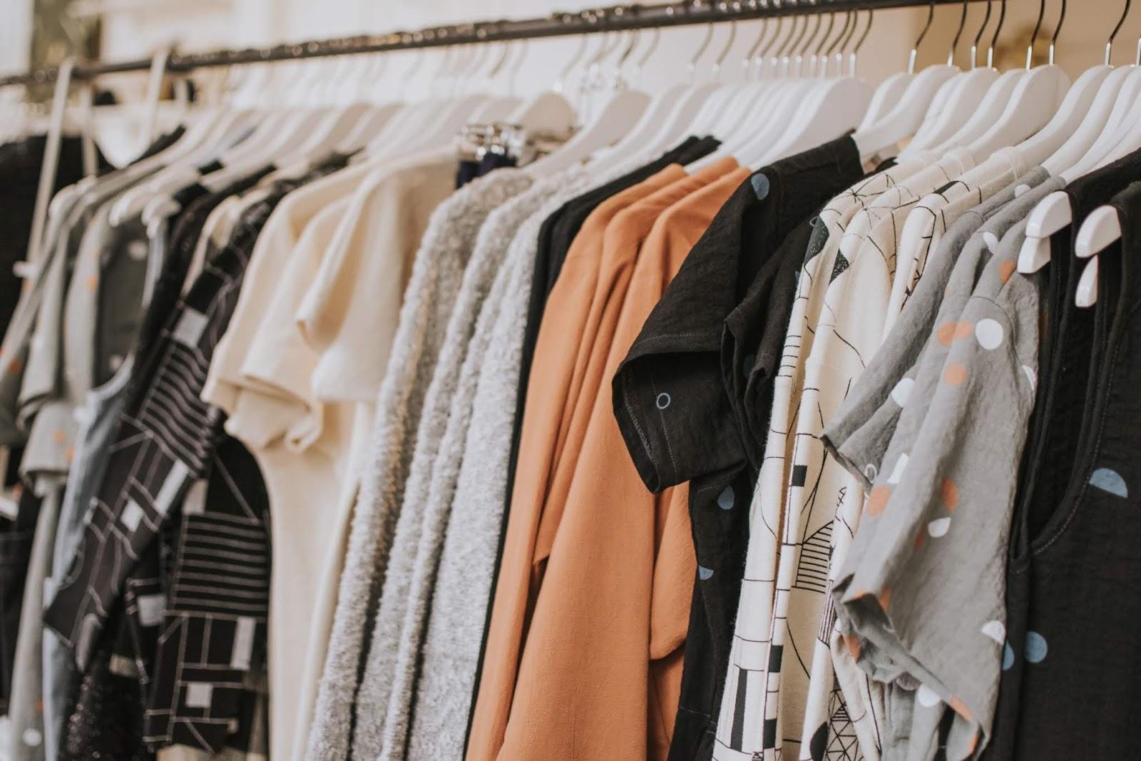 Como renovar o guarda roupa gastando pouco