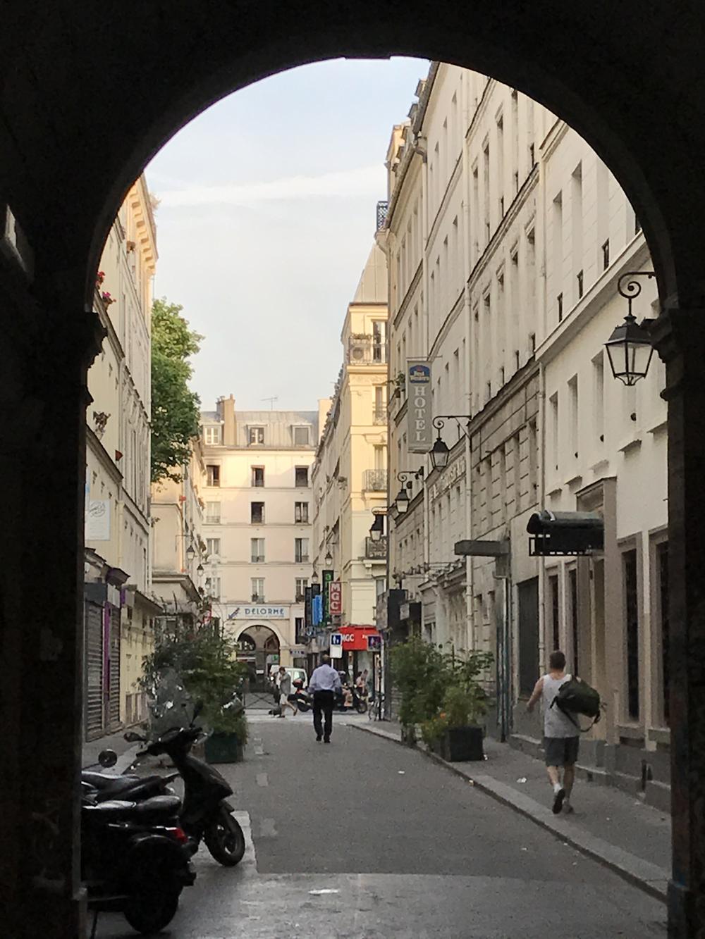 Yksi kuuma yö Pariisissa 24