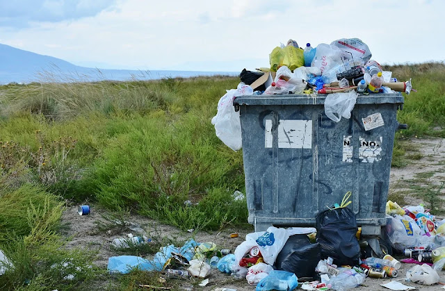 rifiuti-rifiuti abbandonati-discarica