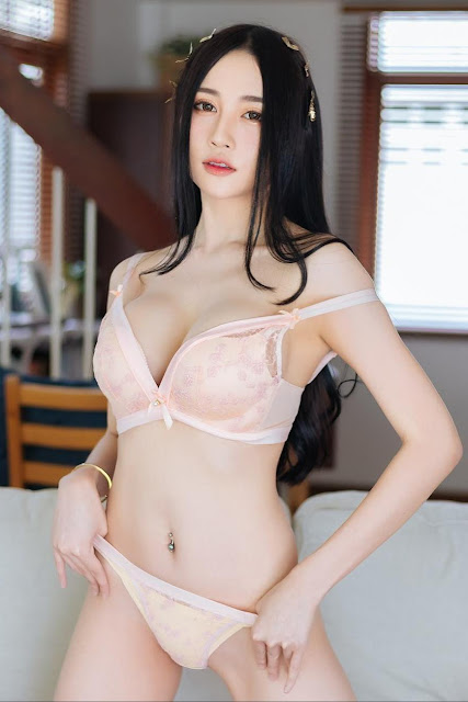 Hot and sexy big boobs photos of beautiful busty asian hottie chich Thai booty model Bunny Donut photo highlights on Pinays Finest Sexy Nude Photo Collection site.