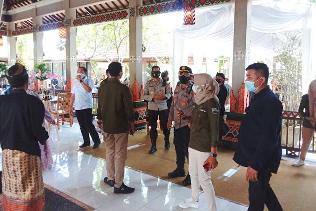 Polisi bubarkan acara resepsi pernikahan di Gerung Lombok Barat