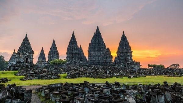 yang menarik perhatian berbagai wisatawan sepanjang tahun Tujuan Wisata Indonesia : Pulau dan Tempat Wisata Terbaik