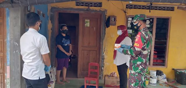 Babinsa Pedan Distribusikan Obat Untuk Warga Yang Melaksanakan Isoman