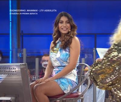 Emanuela Marsili bella concorrente abbigliamento Avanti Un Altro