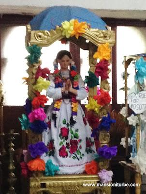 Virgen de Pasta de Caña con atuendo Purepecha en Erongarícuaro