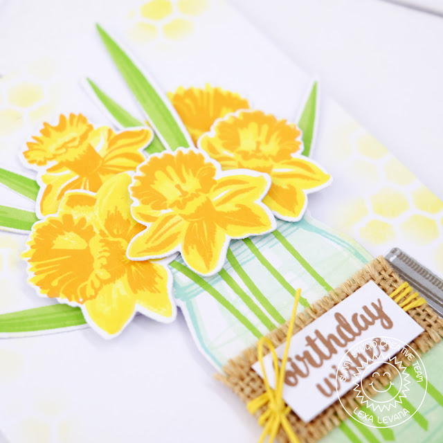 Sunny Studio Stamps: Daffodil Dreams Birthday Bouquet Card by Lexa Levana