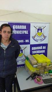 Guarda Municipal de Dourados (MS) detém mulher na rodoviária por tráfico internacional de drogas