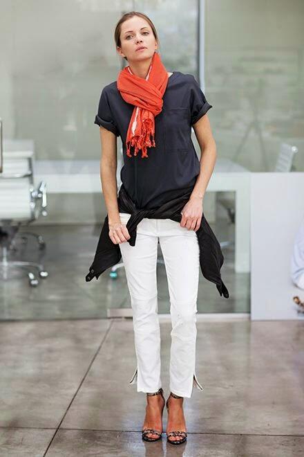 Look simples com encharpe vermelha