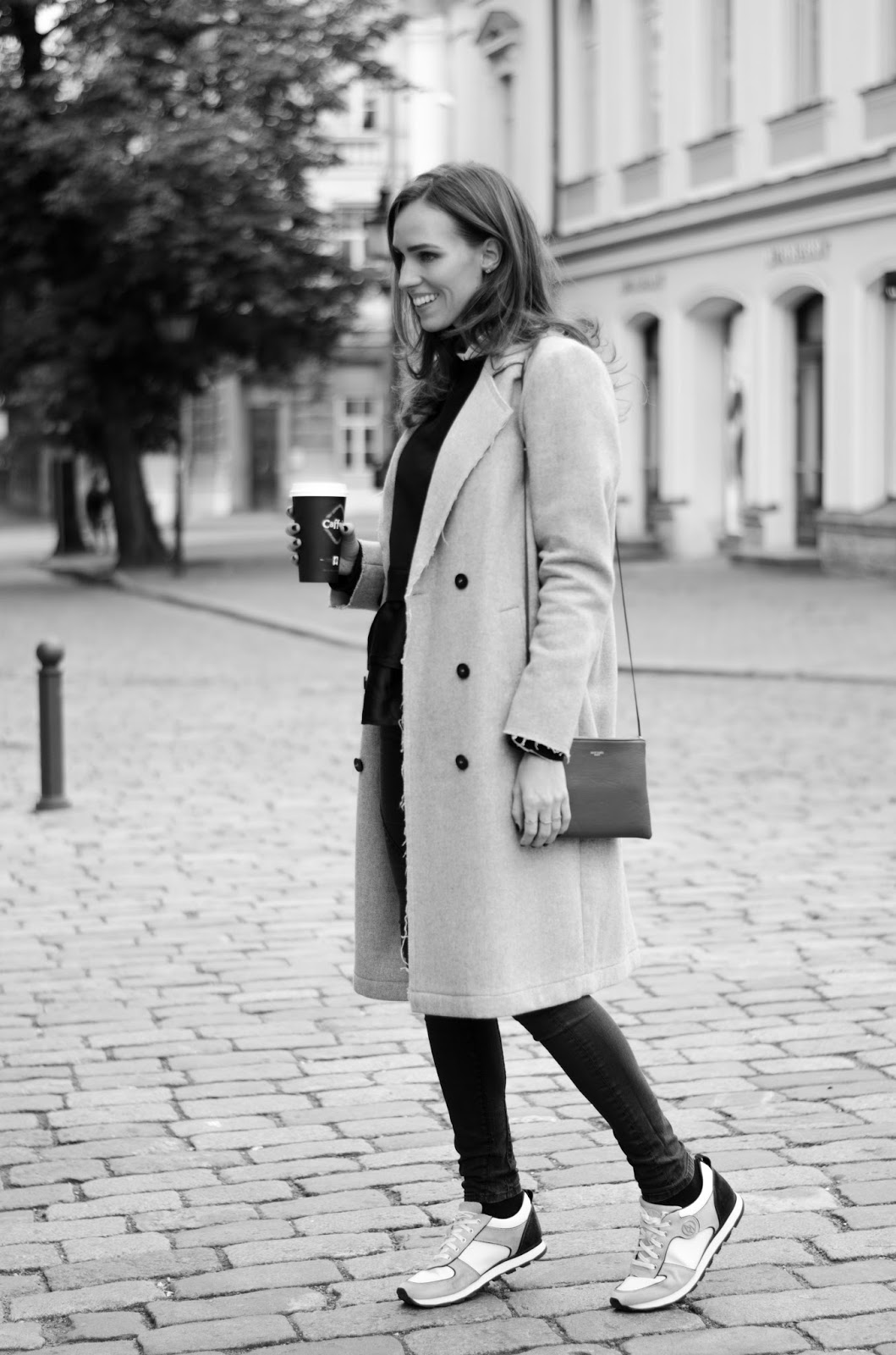 gray coat minimalist fall outfit