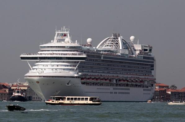 Australian police seize black box in the raid on Ruby Princess cruise ship