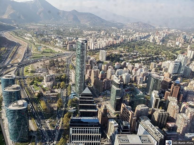 Santiago vista do alto do Sky Costanera no Chile