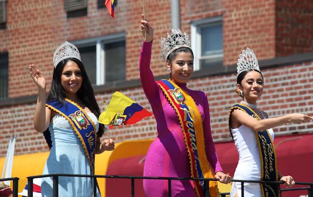Imagen de una hermosa reina ecuatoriana en el desfile ecuatoriano NYC