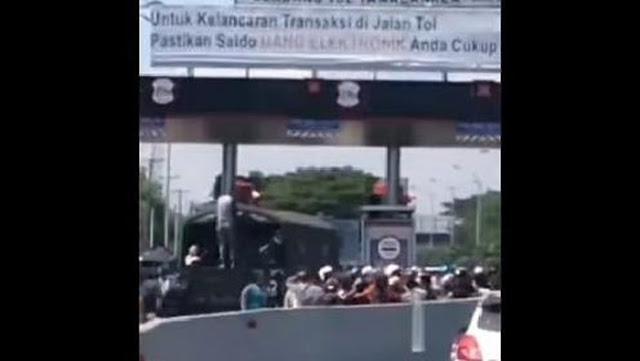 Pengantar Jenazah Terobos Tol Makassar-Keroyok Petugas Ditangkap!