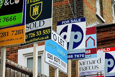 http://www.standard.co.uk/news/london/half-want-house-prices-to-fall-poll-reveals-major-shift-in-london-housing-market-9564811.html