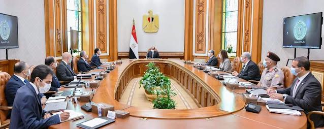 """الرئيس السيسي يجتمع مع مجموعة من الوزراء والمسؤولين لمتابعة """"خطط الدولة في مجال تحلية مياه البحر"""