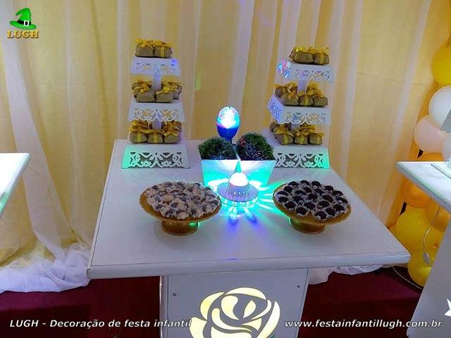 Mesa tema de aniversário Primavera com Rosas Amarelas - Tema de Flores