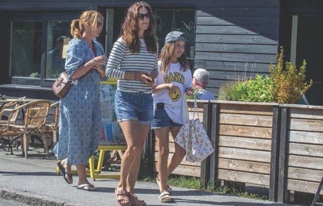 Crown Princess Mary wore a ruffle mock neck striped blouse by ba&sh. Princess Josephine wore a t-shirt by Ganni