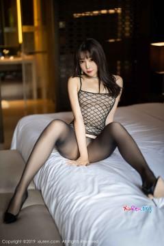 Em gái Trung Quốc lột đồ khoe lồn xinh