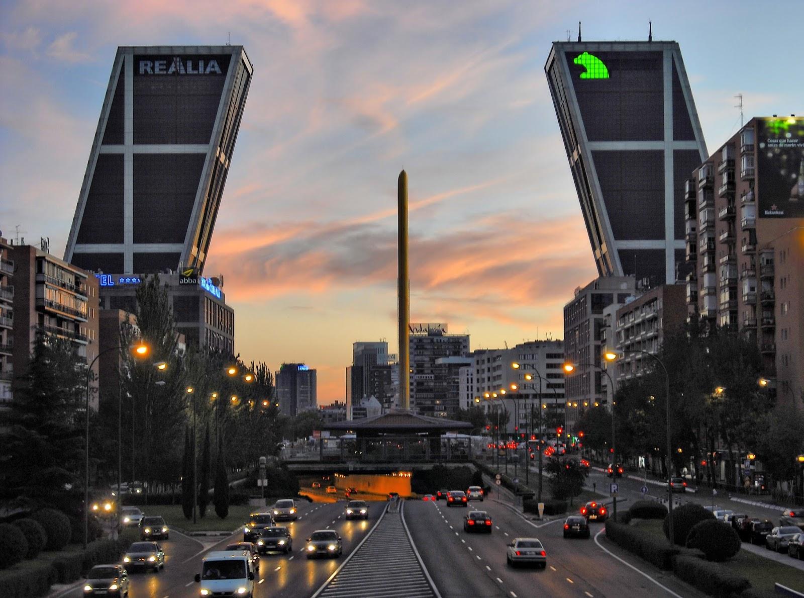 De paseo por madrid monumentos de madrid torres kio - Torres kio arquitecto ...