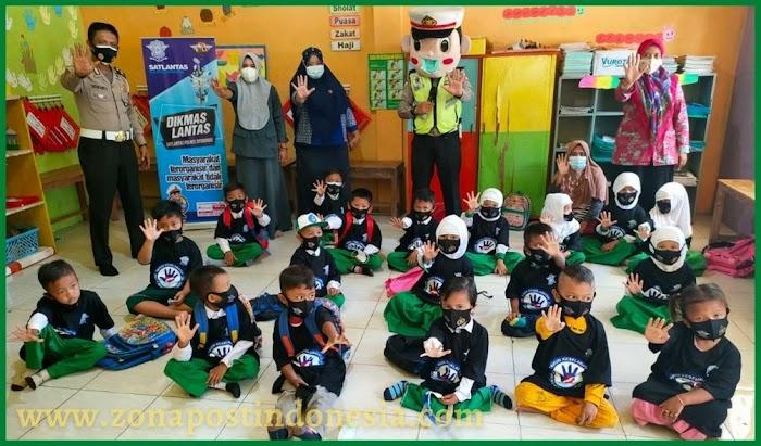 Si Bontas Kenalkan Prokes Covid-19 di TK Jauharul Ulum Kendit Situbondo