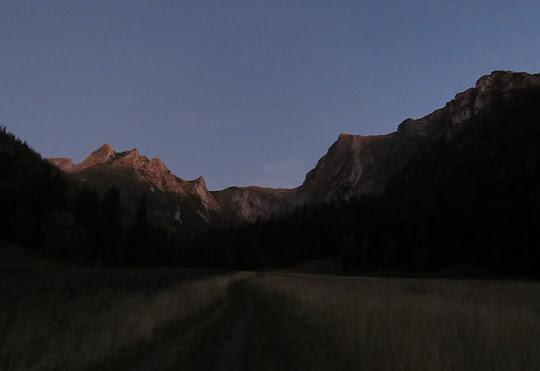 Ostatnie spojrzenie w górę Doliny Małej Łąki.