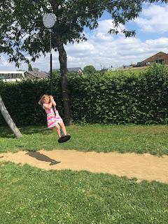 Challenge entre blogeuses juin 2019 : Lucie au parc sur la tyrolienne