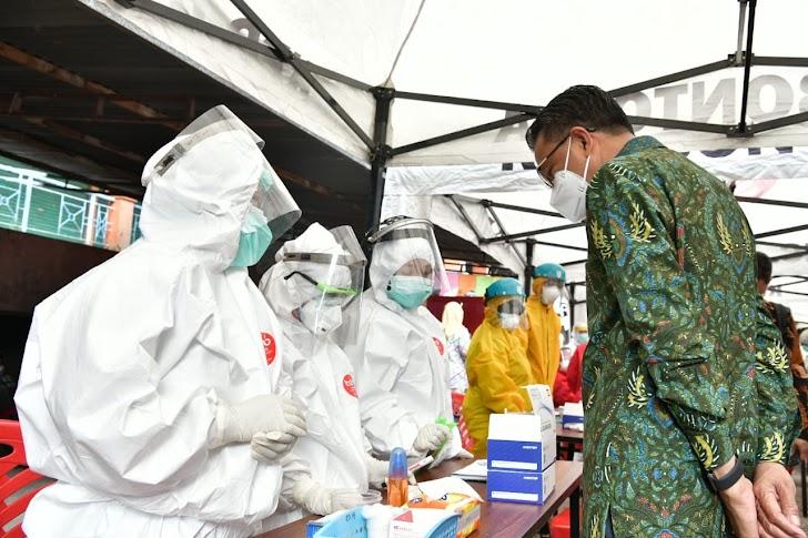 Gubernur Sulsel Tinjau Rapid Test Massal, Orang Yang Hasilnya Reaktif Diisolasi di Hotel