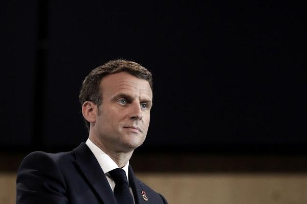 """Pour les """"agents publics"""" tués, Emmanuel Macron veut créer un statut """"morts pour la France"""""""