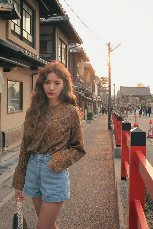 Extended Sleeve Paisley Print Blouse