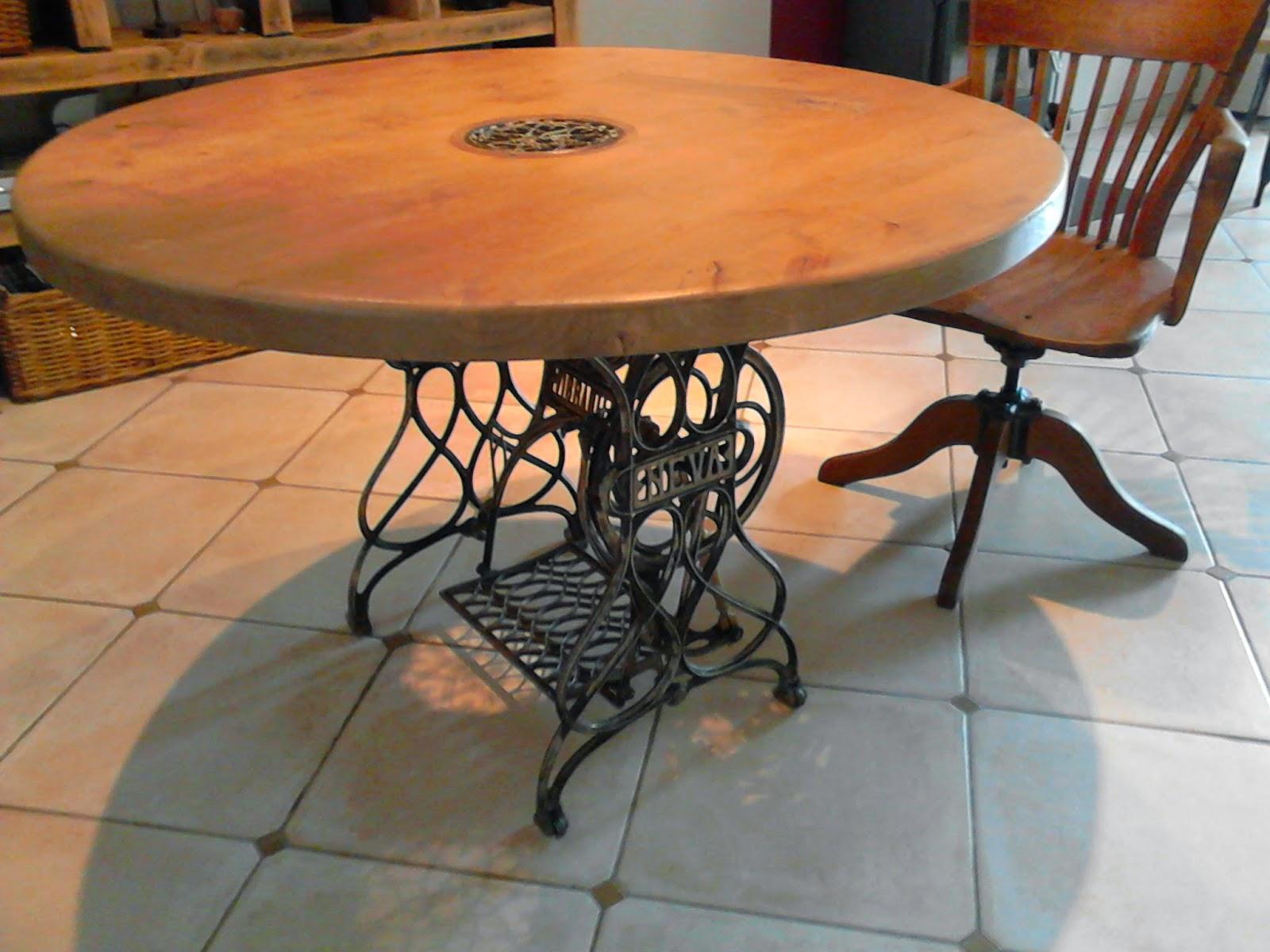 meubles et objets de d coration style industriel table de style industriel cr e sur la base d. Black Bedroom Furniture Sets. Home Design Ideas