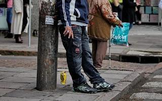 A partir de agora, o cidadão barbacenense que for flagrado jogando lixo na rua poderá ser multado. Pelo menos é o que prevê a Lei Nº. 4.636, publicada no Diário Oficial Eletrônico do Município, de autoria do Vereador Johnson Marçal.