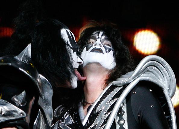 Popular kiss songs