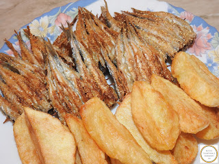 Hamsie cu cartofi prajiti reteta hamsii pe scobitoare prajite in crusta de malai reteta pescareasca dobrogeana traditionala de casa retete culinare romanesti,