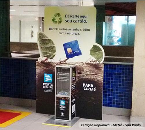 Máquina papa cartão em estação em São Paulo