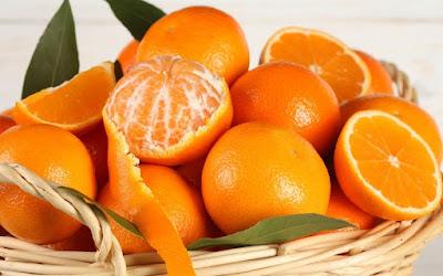 Ăn cam tươi giúp cơ thể sản sinh collagen tự nhiên