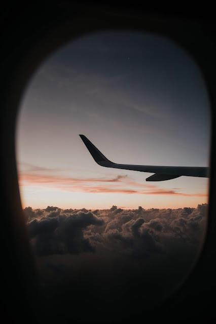 رمزية نافذة طائرة فوق السحب للتصميم بدون حقوق العدد 11