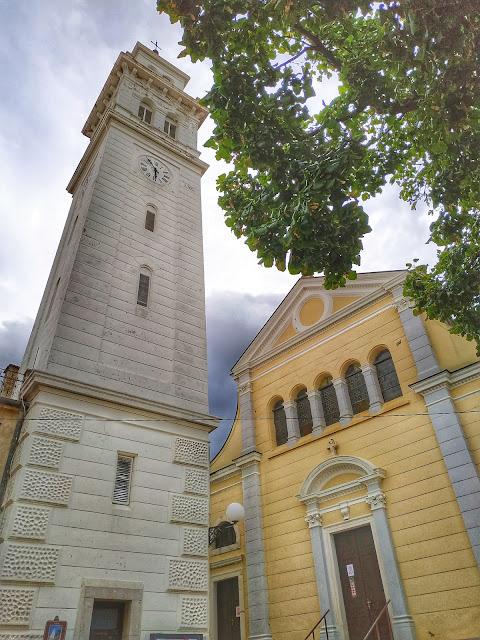 centrum miasta Novi Vinodolski, wieża, wąskie ulice