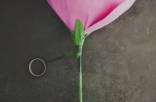 como hacer rosas de papel crepe