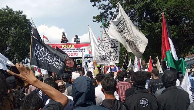 Massa Ormas Islam turun ke jalan menolak RUU HIP