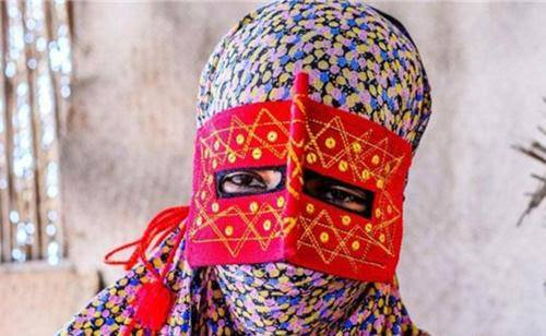 Những phụ nữ đeo mặt nạ bí ẩn ở Trung Đông 11