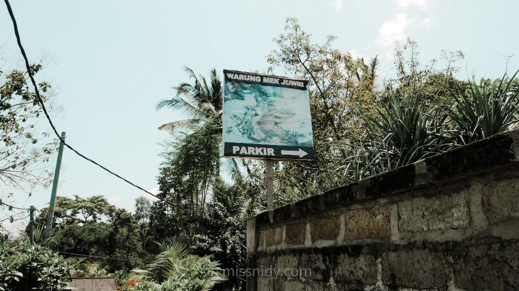 lokasi warung nasi ayam campur mek juwel di ubud