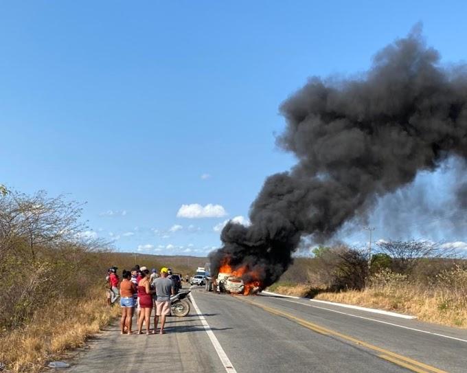 Colisão entre carro e caminhão deixa mortos na BR 020 em Caridade