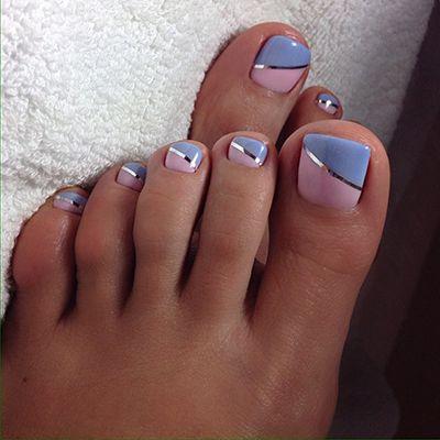 unhas dos pés esmalte rosa e azul