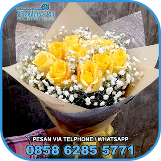 toko-bunga-tangan-bekasi-karangan-bunga-tangan-hand-bouquet-buket-wisuda-pengantin-pernikahan-mawar-matahari-di-bekasi-02