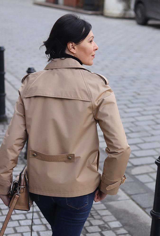 krótki trencz w stylu kurtki stylizacje