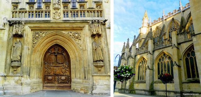 Entrada principal e detalhes da fachada da Abadia de Bath, Inglaterra