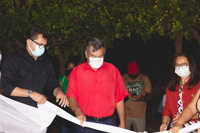 Prefeito Venício do Ó e vice Lúcia Lacerda entregam reforma da Secretaria de Saúde em Pimenteiras.