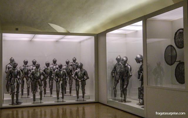 Coleção de armaduras no Museu do Exército