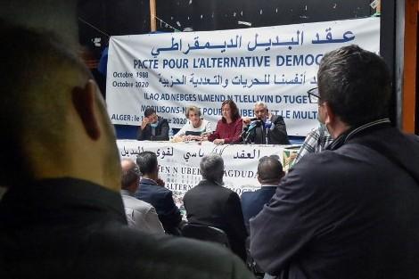"""المعارضة الجزائرية تستنكر """"قمع حقوق الإنسان"""""""