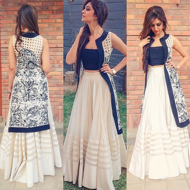 7650bbf8e9e05 BEAUTIFUL INDO WESTERN OUTFIT FOR TEENAGE GIRLS